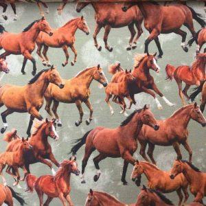 Jersey print med vilde heste
